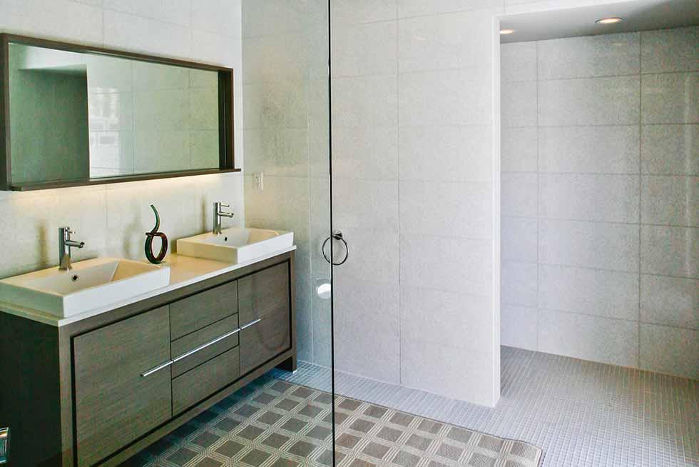 909 N Rose Bathroom