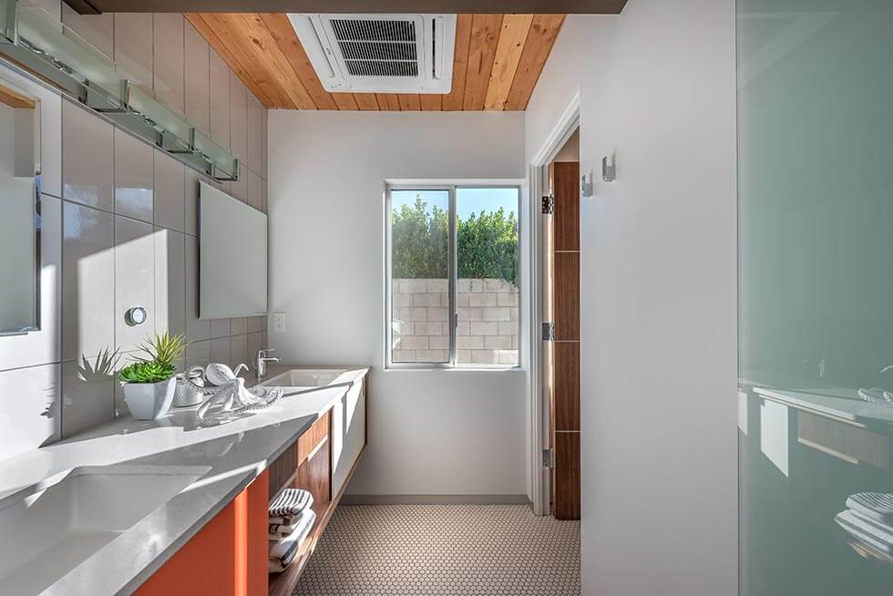 The Desert Eichler 2 bathroom