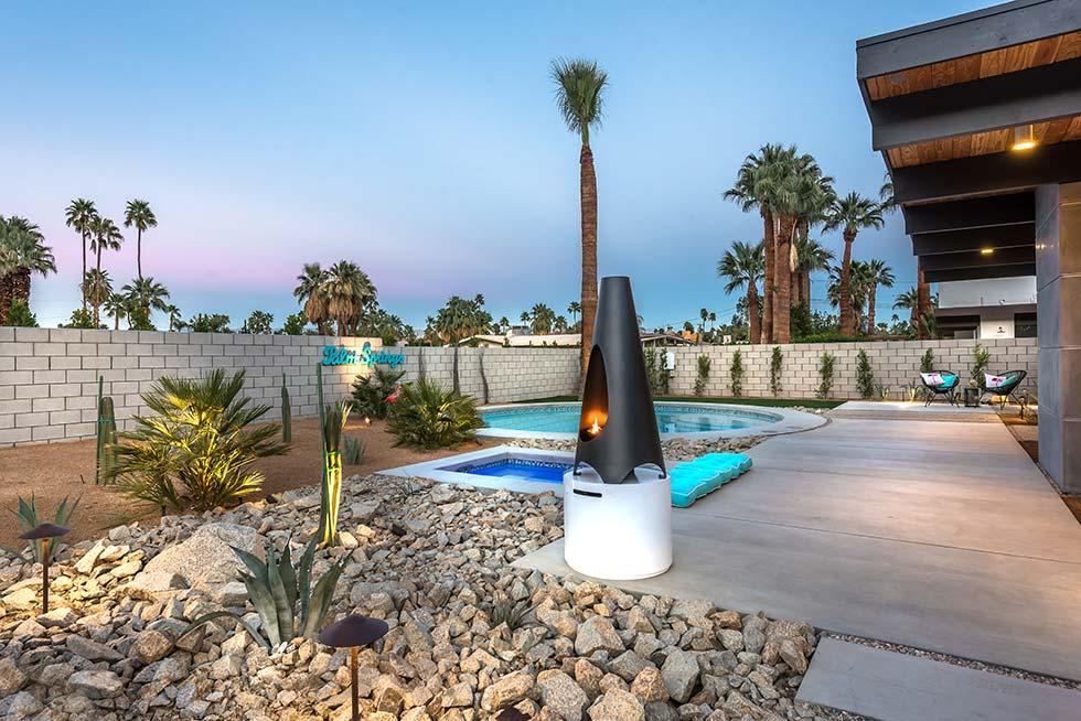 The Desert Eichler 3 backyard